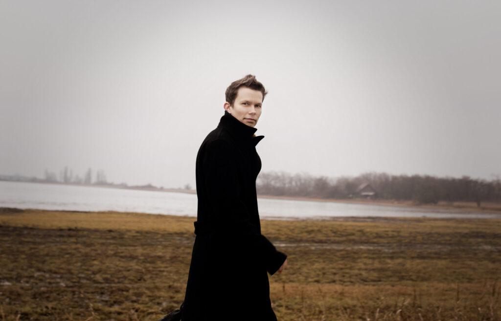 Unsuk Chin Piano Concerto, Basel Sinfonietta / Brönnimann